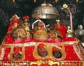 Tempo Traveller Hire Service for Katra (Vaishno Devi Darshan) from Amritsar.