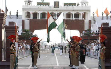 Tempo Traveller Amritsar to Wagah Border